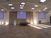 התקנת מערכות הגברה ומולטימדיה באולם כנסים