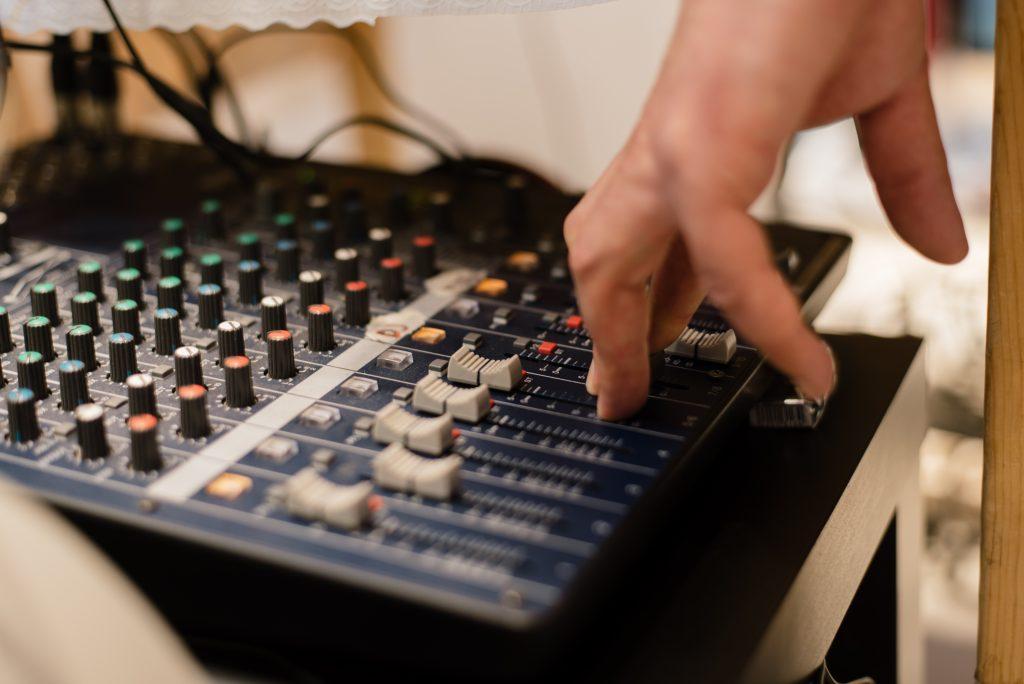 התקנת מערכות שמע